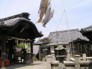 羽黒800px-Haguro_Shinto_shrine_sanctuary